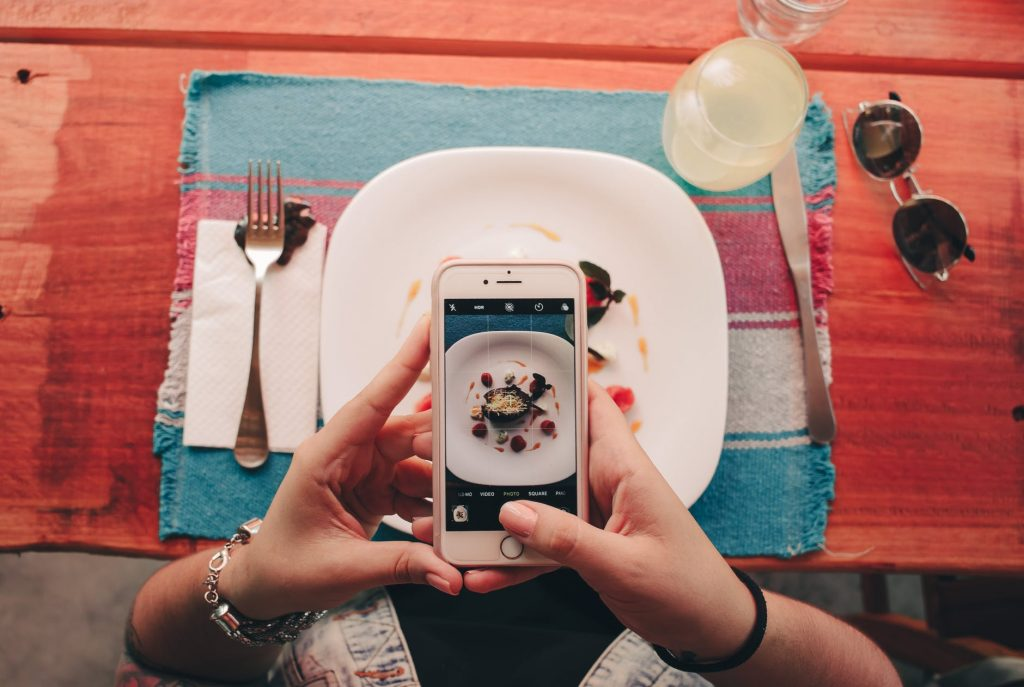 taking a picture of food - why fitspo is just as bad as pro-mia and pro-ana