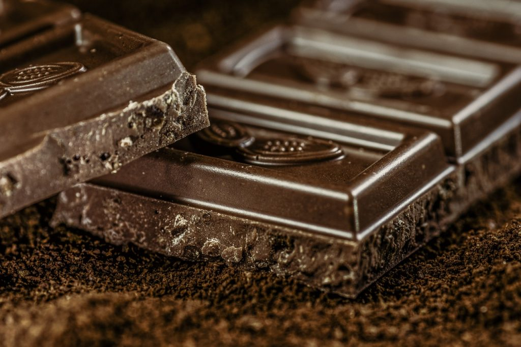 dark chocolate - vegan sources of iron